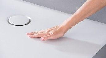 Geberit douchevloer Setaplano voor inloopdouches. Touch it. Love it! Deze douchevloer is gemaakt van hoogwaardig minerale kunststof en voelt niet alleen zijdezacht en warm aan, maar is ook nog eens makkelijk te reinigen.