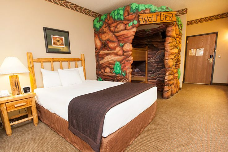 Great Wolf Lodge Niagara Falls | Wolves, Caves and Wolf lodge