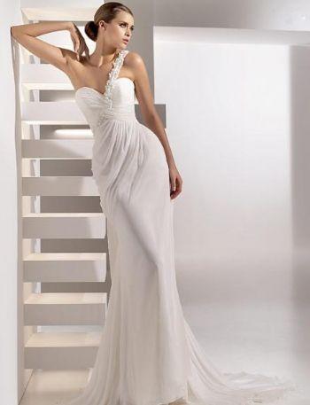 Белое прямое простое свадебное платье со шлейфом открытая спина