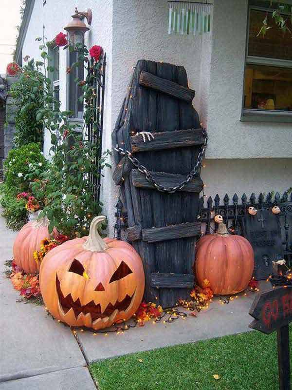Best 20 halloween coffin ideas on pinterest halloween for Halloween decorations you can make at home