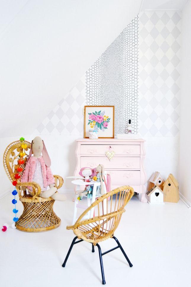 FRIVOLE: ★ Annabel's birdroom, leftover wallpaper. Annabel's vogeltjeskamer, behangresten.