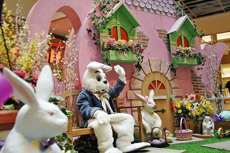 Jaw-Dropping Moment Easter Bunny Is Involved In A Mall Brawl - http://www.lifedaily.com/jaw-dropping-moment-easter-bunny-is-involved-in-a-mall-brawl/