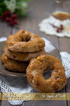 i Roccocò napoletani, sono dei dolcetti a forma di ciambella tipici della cucina partenopea, praparati nel periodo natalizio ed immancabili sulla mia tavola