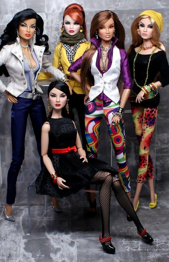 5 Fashion Royalty Dolls.