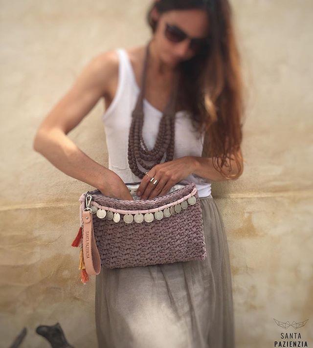 WEBSTA @ santapazienzia - Estás suscrita a la newsletter de www.santapazienzia.com? Porque las que sí mañana disfrutarán de uno de los beneficios más jugosos #santapazienzia #suscriptoras #lasprimeras #quesemehabraocurrido #unico #amano #handmade #trapillo #tela #hilo #crochet #clutch #ganchillo #diy #doityourself #spring #summer #love #boho #bohochic