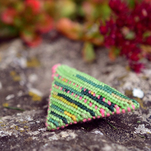 Broszka Zyta, textile brooch by Zauzleno