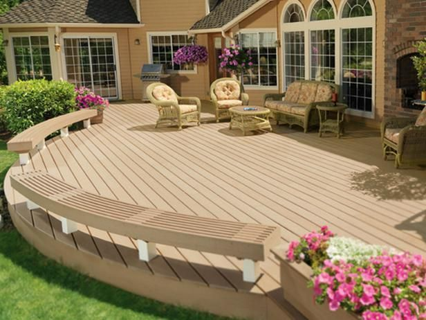 Sometimes You Need More Space And This Deck Incorporates Ample Seating Along The Edge Without Overcrowding The Area Wood Deck Designs Curved Deck Deck Design