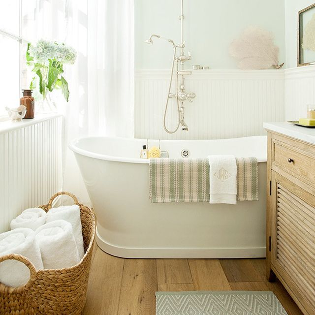 Bathroom.: Bathroom Design, Wall Colors, Small Bathroom, Floors, Bathtubs, Paintings Colors, Baskets, Towels, Design Bathroom