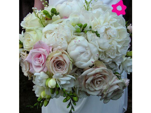 Ramo de novia de peonias #boda #ramo: Flora, Colors Blanco, Peonies Bodaclick, Bouquets, Como Flore, De Peonia, Con Peonia, Rosa-Shocked Flora, De Colors