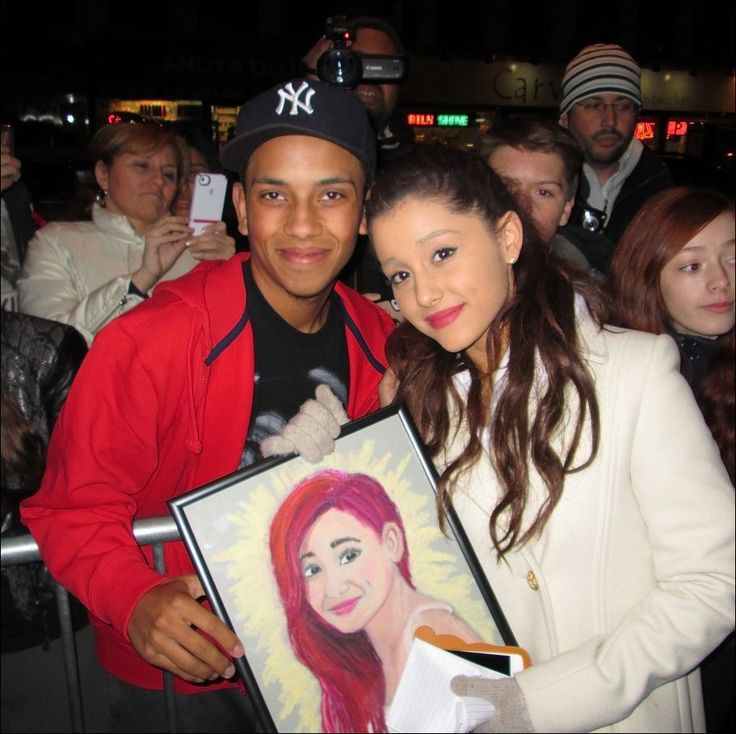 One Fan Gives Painted Portrait to Ariana Grande