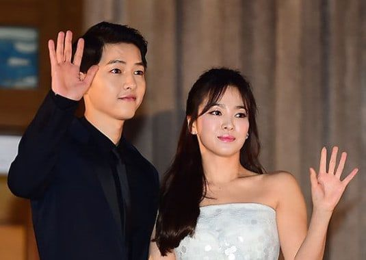 Earlier today, top stars Song Joong Ki and Song Hye Kyo announced that they will be getting married in October. On July 5, a close acquaintance of the two