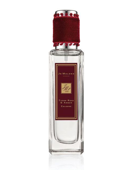 Tudor Rose & Amber http://www.vogue.fr/beaute/buzz-du-jour/diaporama/la-collection-de-parfums-rocks-the-ages-de-jo-malone/19811#la-collection-de-parfums-rocks-the-ages-de-jo-malone