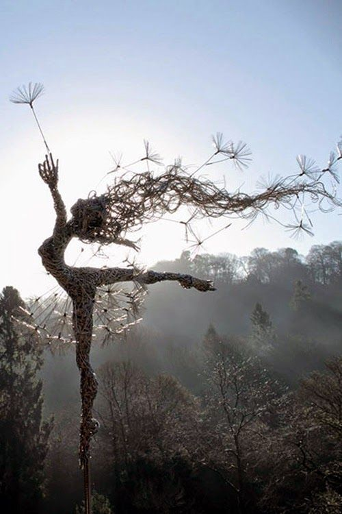 Stainless wire sculpture - #WordlessWednesday #LiNKY - Sculptură din sârmă