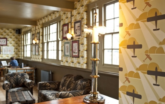 Aeroplane - Old Gold at The Cosy Club ~ Stamford, UK #bradburywallpaper