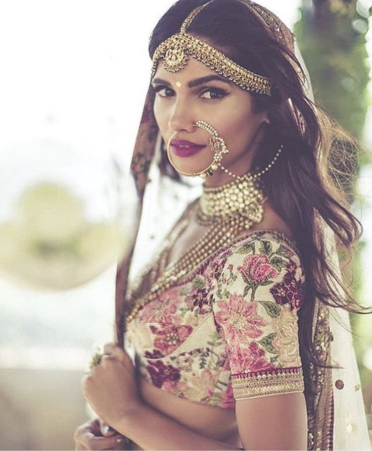 The floral print , the lip color , the nose ring and the jewellery | Sigh . So Stunning | Also love the peek of floral print in the underside of the border | regram via @indianstreetfashion |