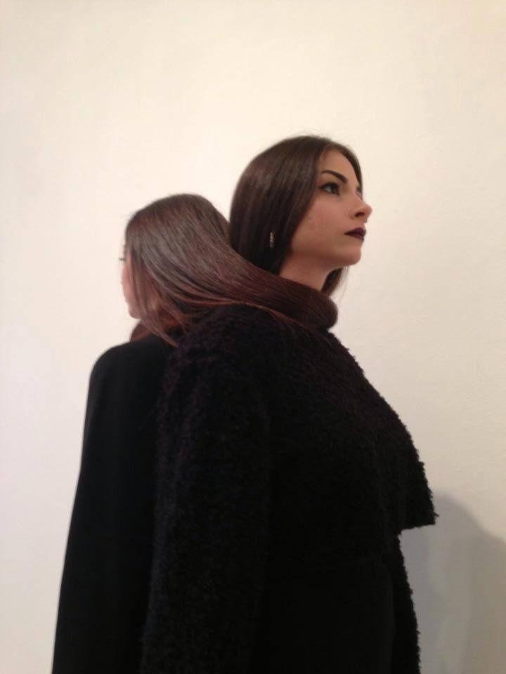 Δύο #gothic Κύπριες σχεδιάστριες μόδας κάνουν μακιγιάζ σε νεκρούς -Δουλεύουν σε γραφείο κηδειών [ΕΙΚΟΝΕΣ]
