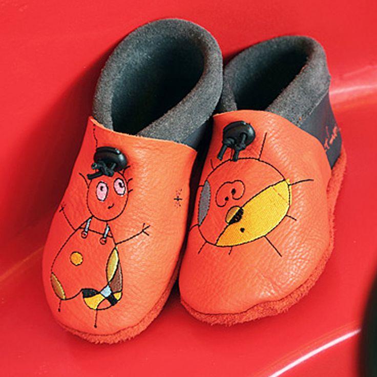 A la maison, chez papi et mamie, à la crèche, à l'école....on a toujours besoin d'une paire de chausson Tom et Lumi