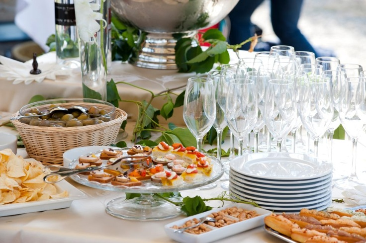 wedding aperitivo in the garden - Tuscany