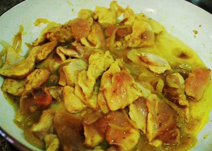 Pollo al curry con cipolle ricetta facile e veloce da preparare versione light dietetica ingredienti dosi procedimento calorie foto passo video come fare