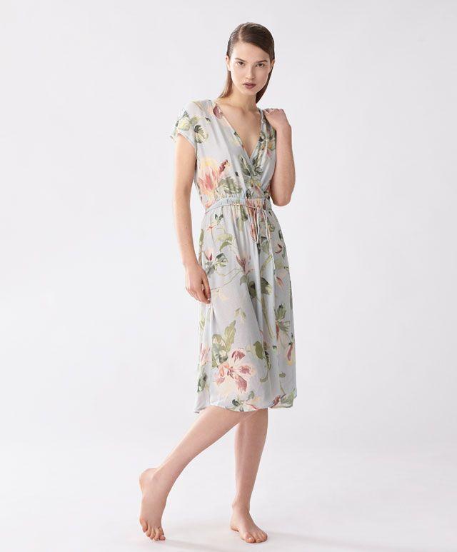 Koszula nocna w magnolie - null - Modowe trendy SS 2017 dla kobiet na stronie Oysho: bielizna, odzież sportowa, motywy etniczne i cygańskie, buty, dodatki, akcesoria i stroje kąpielowe.