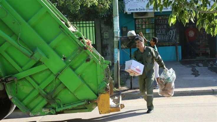 Una investigación periodística realizada por el programa La Cornisa denunció que el ex jefe de Gabinete de Cristina Kirchner, Jorge Capitanich, entregó durante el 2014 más de 170 millones de pesos para construir 45 plantas de tratamientos de residuos sólidos en Chaco pero sólo se hicieron 16.   #CAPITANICH #chaco
