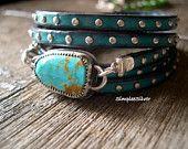 Artículos similares a Artesanía joyería - abrigo - pulsera turquesa - SimpleeSilver - rústico pulsera - cuero tachonado en Etsy
