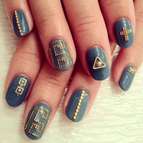 Just found -another- amazing nail artist to follow...