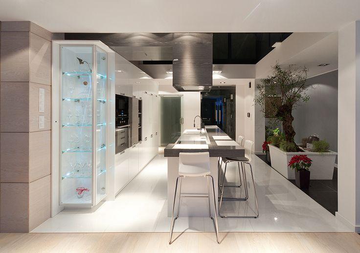 Studio Olkam JASNA KUCHNIA  Wyspa i stół w jednym, idealne rozwiązanie dla osób lubiących gotować w gronie najbliższych.