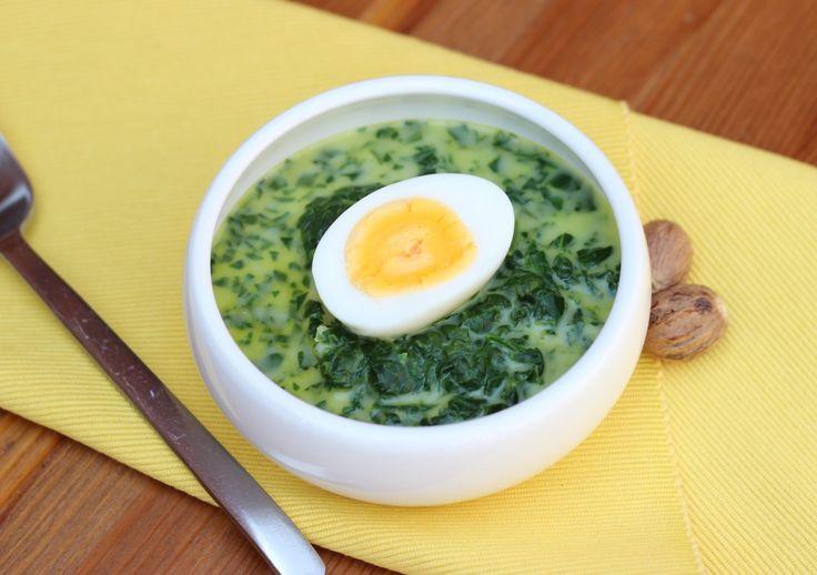 Zupa szpinakowa ze świeżego szpinaku z gałką muszkatołową