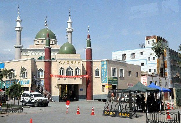 Çin'in Sincan Uygur Özerk Bölgesi'nde ramazan ayı boyunca memur, öğrenci ve öğretmenlerin oruç tutmasının yasak olduğu bildirildi.