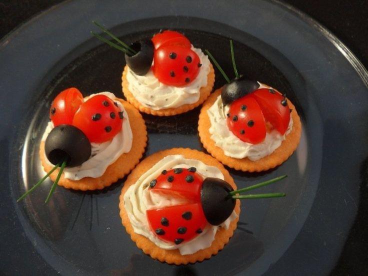 idées repas santé pour enfant: coccinelles de tomates, olives et crackers