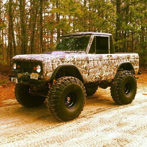 So much tire, so little wheelbase...bet it Bucks Like A Bronco! Looks good though!