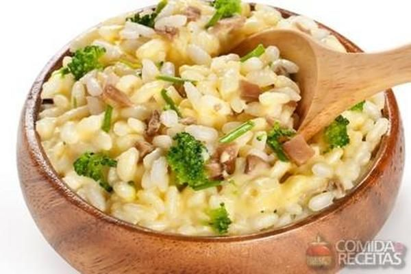 Receita de Risoto cremoso com brócolis em Arroz, veja essa e outras receitas aqui!