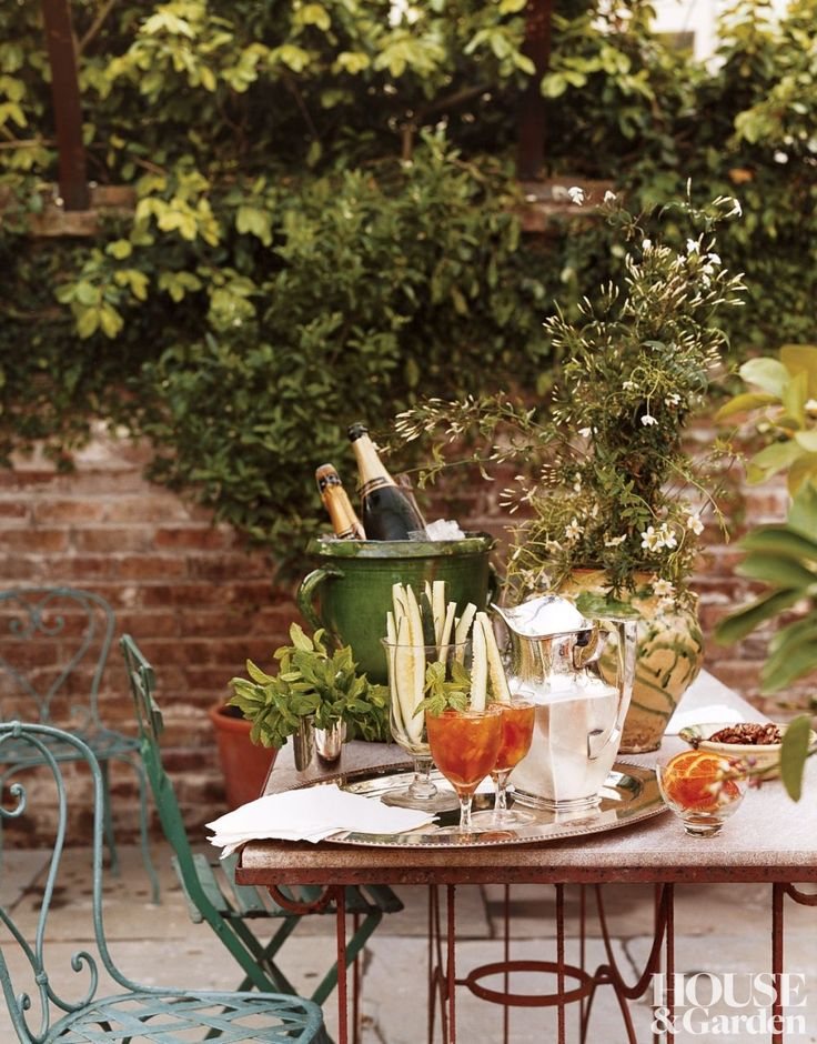 Traditional Outdoor Garden Space In The Garden District Of New Orleans Louisiana (photographer ...