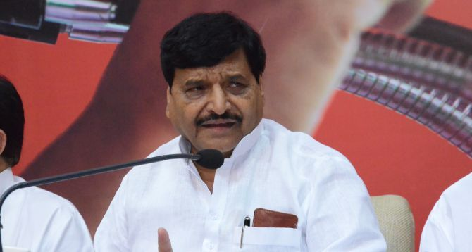 After tiff with Akhilesh, Shivpal Yadav looks for new friends - http://thehawk.in/news/after-tiff-with-akhilesh-shivpal-yadav-looks-for-new-friends/