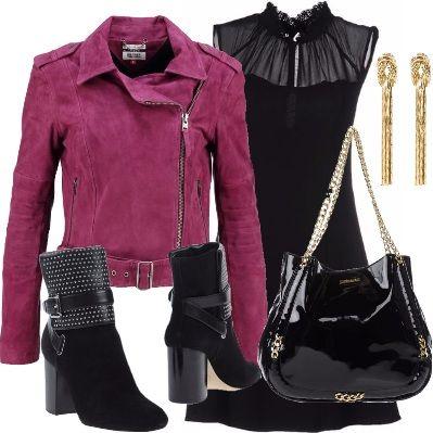 Per una donna dinamica ed intraprendente, abito corto nero con trasparenze, giacca in pelle grape wine, stivaletto nero, borsa nera a spalla di pelle lucida con dettagli oro, orecchini gold.