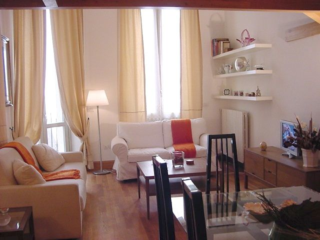 This elegant apartment is located behind Piazza Cavour, in a very quiet and peaceful location just a few meters from the Palace of Justice (Palazzo di Giustizia) and walking distance to many other monuments of historical and cultural interest. It's on the red line metro, making connecting to Termini......