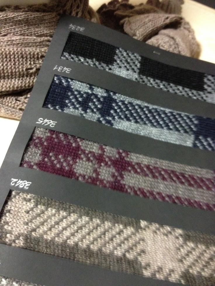 Questi campioni di tessuto cosa vi ispirano? Borse, stole, sciarpe...noi ci stiamo ragionando già da un po'...