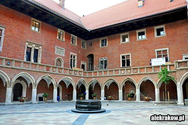 Collegium-Maius-w-Krakowie-01.jpg (600×400)