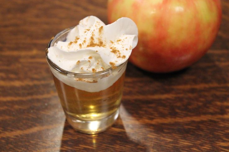 Amazing looking cocktails. I have to try this! Apple Pie Shot- 1 oz. vodka 1 oz. apple cider (Or you can use apple juice if you dont have apple cider) 1 tbsp whipped cream 1 pinch ground cinnamon  -Pour the Vodka and apple cider into a shot glass. Top with whipped cream and sprinkle a dash of cinnamon on top.