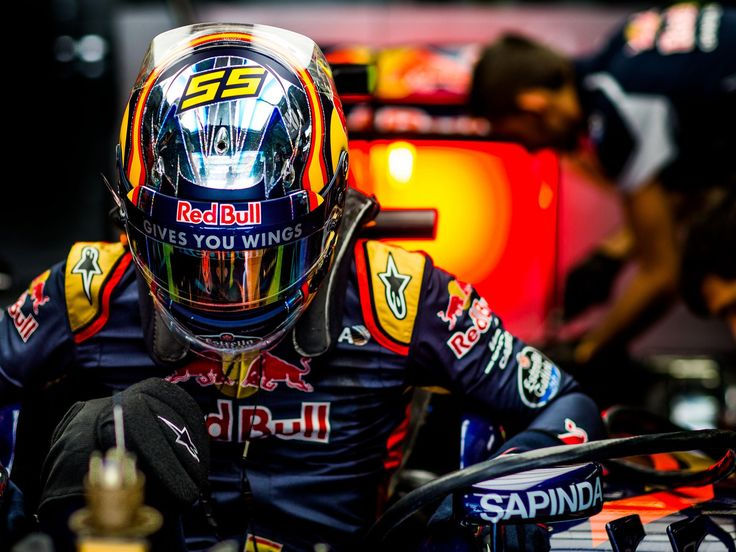 Max Verstappen, Carlos Sainz, track action, garage, team, pitlane... enjoy the best shots from our Formula 1 2016 Chinese Grand Prix. Full Gallery on http://win.gs/1Wb0p00. Wallpaper download section on win.gs/1ZYW0NS. #F1 #tororosso #verstappen #sainz #redbull #ChineseGP