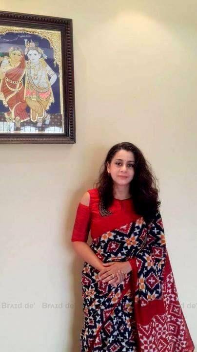 Telia Rumal Ikat Sari Piared with a Cutout Shoulder Blouse by Brʌɪd de' - Paarvati Kiriyath Bharath * Saraswathy Gopalakrishnan   #stayyounginhandwovensaris