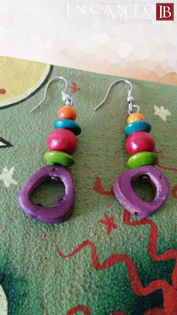 Oggi vi propongo un monile in legno. Questi orecchini multicolor sono fatti per essere indossati in qualsiasi occasione.  Solo euro 5.