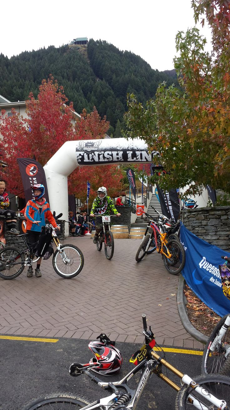 Vertigo Bikes Dirtmasters Downhill race from the top of the Skyline Gondola to the bottom of Brecon Streets stairs in central Queenstown. #ultimatequeenstown #qtbikefest