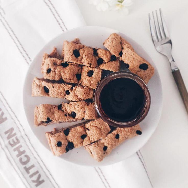 Buenos dias! .  . Empezando el día con este Fitcocho de harina de avena sabor Ferrero de @max_protein con trocitos de chocolate negro 85% picados y crema de chocolate Nocamix de @amixesp que desde que me la mandaron de @emfit_nutrition no he dejado de incluirla en mis desayunos esta buenisima! . Vamos a por el miércoles! . #realfood #bodybuilding #motivation #fit #fitness #fitspo #diet #fitfam #fitgirl #fitnessaddict #workout #healthylive #breakfast #healthyfood #fitnesslife #instafit…