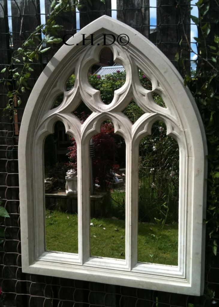 STONE GOTHIC ARCHED MIRROR CHURCH WINDOW WALL OUTDOOR GARDEN DECOR 85cm