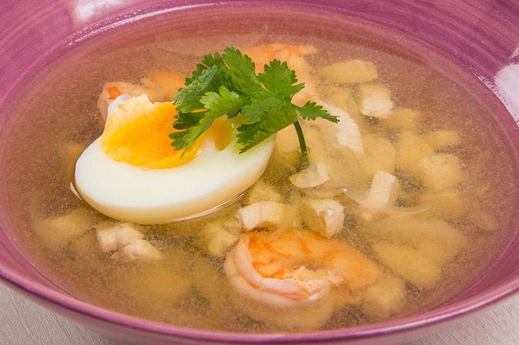 Диетический тайский суп с курицей и креветками