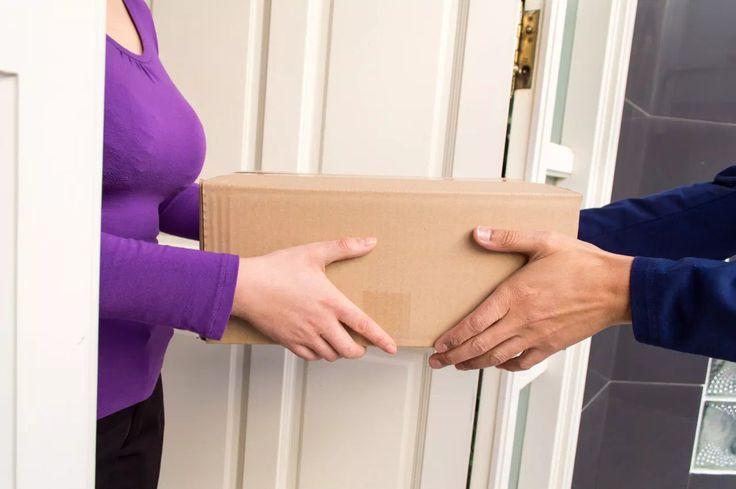 Imagina que llaman a tu puerta. Vas y lo único que encuentras es un paquete. No tiene remitente, solo tu dirección. Abres el contenido y te encuentras con una escatológica sorpresa.