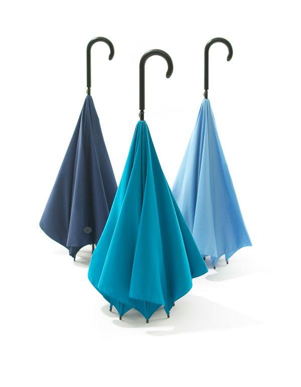 Ombrello di design di Hiroshi Kajimoto. Il progetto Upside Down Umbrella del designer giapponese rivoluziona il concetto del classico antipioggia.