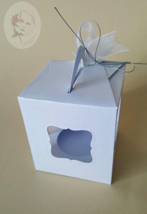 De copil am avut ceva aparte pentru cutiute .Nu stiu…o atractie iesita din comun.Si acum sunt la fel de fascinata de ele.Cu cat sunt mai micute imi par mai atragatoare.Cu cat pot realiza mai multe …